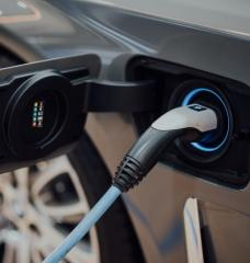 The time of day when an electric vehicle (EV) is charged can have a large impact on reducing its emissions. In California, home to half of the EVs in the United States, charging at midday reduces EV emissions by more than 40 percent when compared to charging at night.